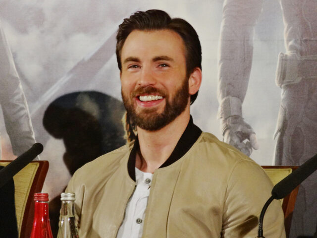 Chris Evans Reveals Private Photo Leak Was Embarrassing It Was Embarrassing But Things Happen