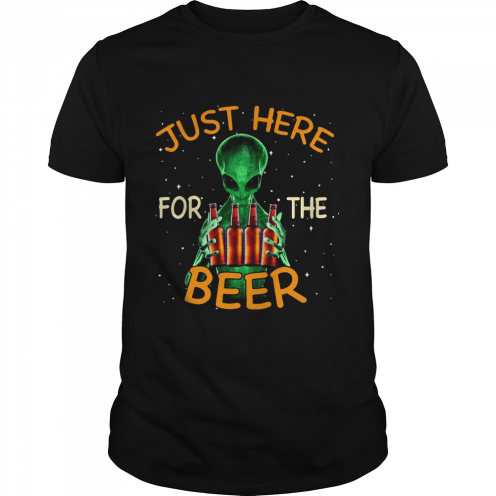 Alien Hug Saying Just Here For The Beer  Classic Men's T-shirt